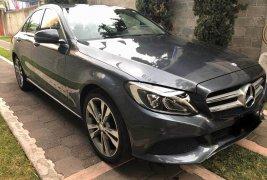 Se vende un Mercedes-Benz Clase C 2017 por cuestiones económicas