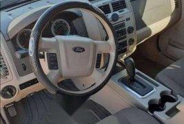 Pongo a la venta cuanto antes posible un Ford Escape que tiene todos los documentos necesarios
