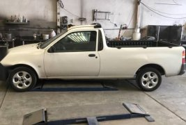Ford Courier blanca