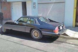 Se vende bonito auto jaguar antiguo todo en regla.