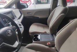 Minivan muy familiar Toyota Sienna