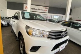 Toyota hilux base enganche 120,000