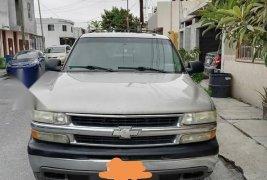 Chevrolet Suburban modelo 2005 en excelente estado
