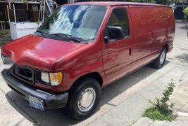 Pongo a la venta cuanto antes posible un Ford Econoline en excelente condicción