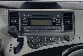 Auto Toyota Sienna 2012 de único dueño en buen estado