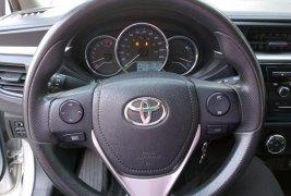 Auto Toyota Corolla 2014 de único dueño en buen estado